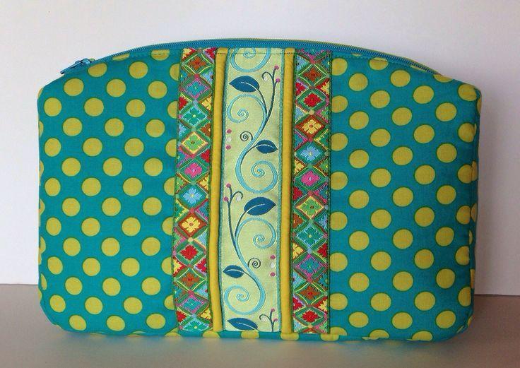 Sew Sweetness Filigree Double-Zip Pouch sewing pattern, sewn by Mary on Lake Pulaski