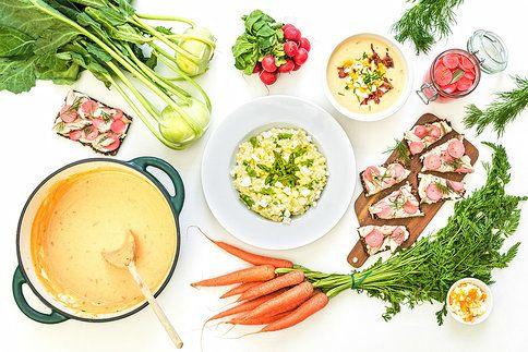 To nejlepší z jarní zeleniny v podobě rychlých večeří: marinované ředkvičky, pórkové rizoto s chřestem a kedlubnová polévka.
