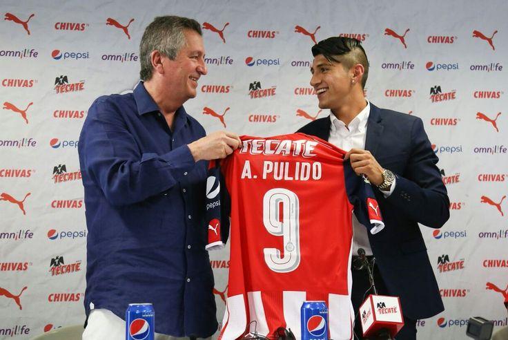 PULIDO CUMPLE SUEÑO Y AGRADECE LLEGAR A CHIVAS La directiva del Club Guadalajara incorpora oficialmente al jugador como nuevo refuerzo. Dan la bienvenida al ex jugador del Olympiacos de Grecia.
