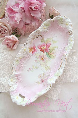 These antique celery dishes are the perfect size for so many things...soap dishes that hold nail brushes, spoon rests in the kitchen. Candy dishes, do-dad dishes to hold nail files, lip balm, tv remote. I have them every where...but they are hard to find♡: