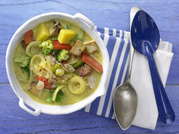 Tofu-Gemüse-Curry - mit Mango und Mandeln - smarter - Kalorien: 236 Kcal - Zeit: 30 Min. | eatsmarter.de #eatsmarter #rezept #rezepte #tofu #soja #eiweiss #pflanzlich #vegetarisch #vegan #vegetarier #veganer #sojabohne #sojasprosse #raeuchertofu #seidentofu #curry #gemuese #mango #mandeln #madel