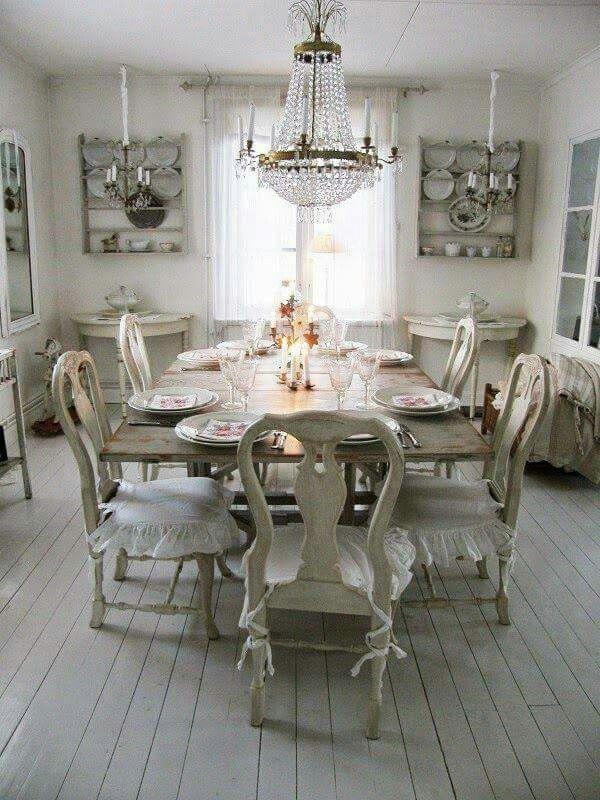 Beautiful farmhouse decor!