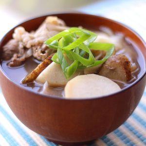 おうちで簡単「山形芋煮」 by 稲垣飛鳥さん | レシピブログ - 料理ブログのレシピ満載!  おはようございます 肌寒くなって来ましたね もう、ニットの 活躍する季節ですよね さてさて今日は そんな寒い時期にぴったりな 温かいメニュー 山形の郷土料理 の 「芋煮」 の簡単レシピを ご紹介しま...