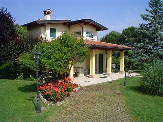Villa+Montini+-+Villa+für+12+Personen+in+Moniga+del+Garda+++Ferienhaus in Gardasee von @homeaway! #vacation #rental #travel #homeaway