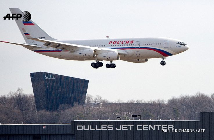 31/12/2016 - L'avion qui doit transporter les agents russes expulsés par les Etats-Unis, atterrit à Washington (Source AFP)
