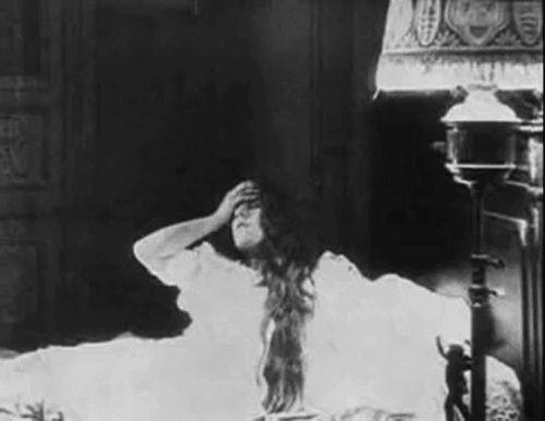 Les Vampires: La tête coupée, 1915.  Dir. Louis Feuillade.
