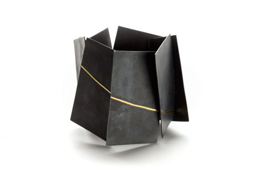 Yoko Shimizu – 'Arno by Night' Series. Bracelet: Oxidized silver, gold.