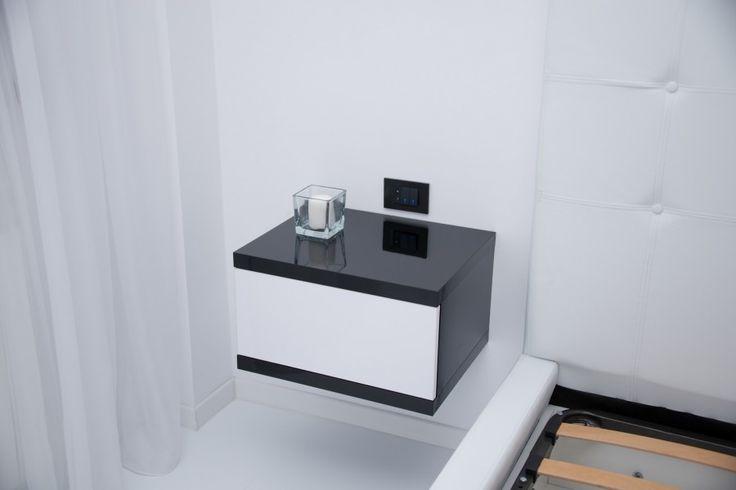 Mobila Dormitor Noptiere din HPL Negru Lucios cu Alb lucios Glisiera cu Amortizare