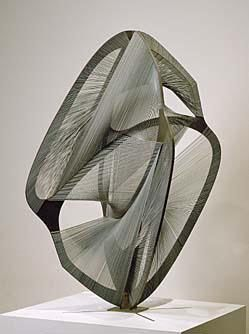 Naum Gabo, USA: Linear Construction. No. 4 1962. Bronze, stainless steel, piano wire