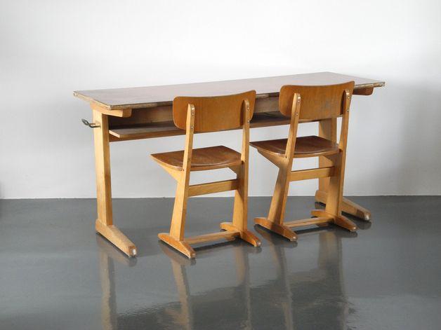 Kinderzimmermöbel Vintage 70er Jahre Grundschule Tisch und 2 Stühle // 70s vintage furniture from elementary school by RetroRaum via DaWanda.com