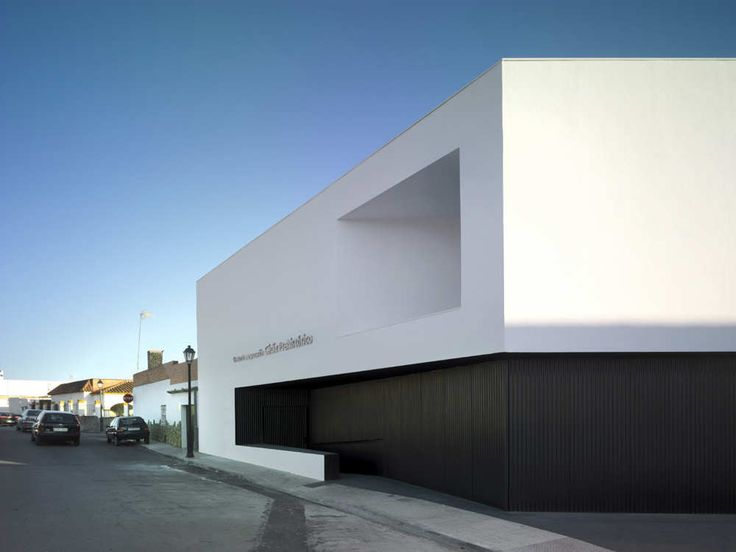 Built by Estudio Arquitectura Hago in Cádiz, Spain with date 2009. Images by Jesús Granada. The Interpretation Centre Cadiz Prehistoric is a reference to the prehistory of Cadiz. The new building contains an e...