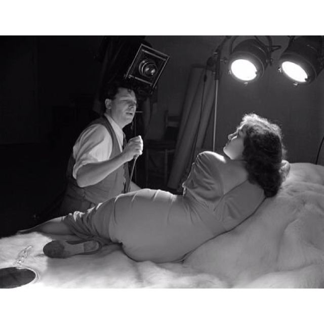 George Hurrell photographing Jane Russell. Atención Photo.