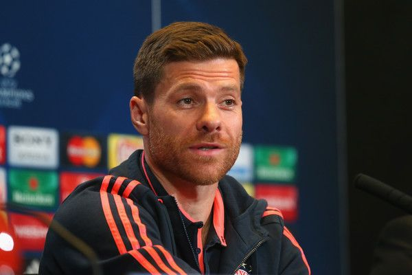 Xabi Alonso Photos Photos - Xabi Alonso of FC Bayern Muenchen talks to the media during a FC Bayern Muenchen press conference on the eve of the UEFA Champions League Semi Final First Leg between Club Atletico de Madrid and FC Bayern Muenchen at Estadio Vicente Calderon on April 26, 2016 in Madrid, Spain. - FC Bayern Muenchen - Training & Press Conference