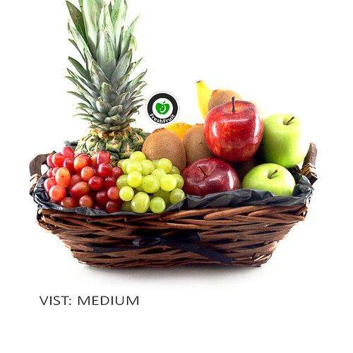 Luxury Black we call this gift basket, and it has 6 different fruit! Contains fruit like pineapple, bananas, apples, grapes, kiwis and oranges. It's freshly made and delivered to the door in Norway!