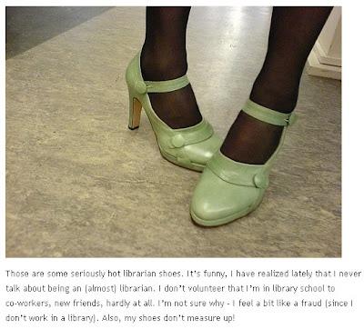 Típicos zapatos de bibliotecaria sexy