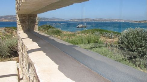 Two Residences by Zoumboulakis Architects in Paros, Greece. Photo by Theodore Zoumboulakis