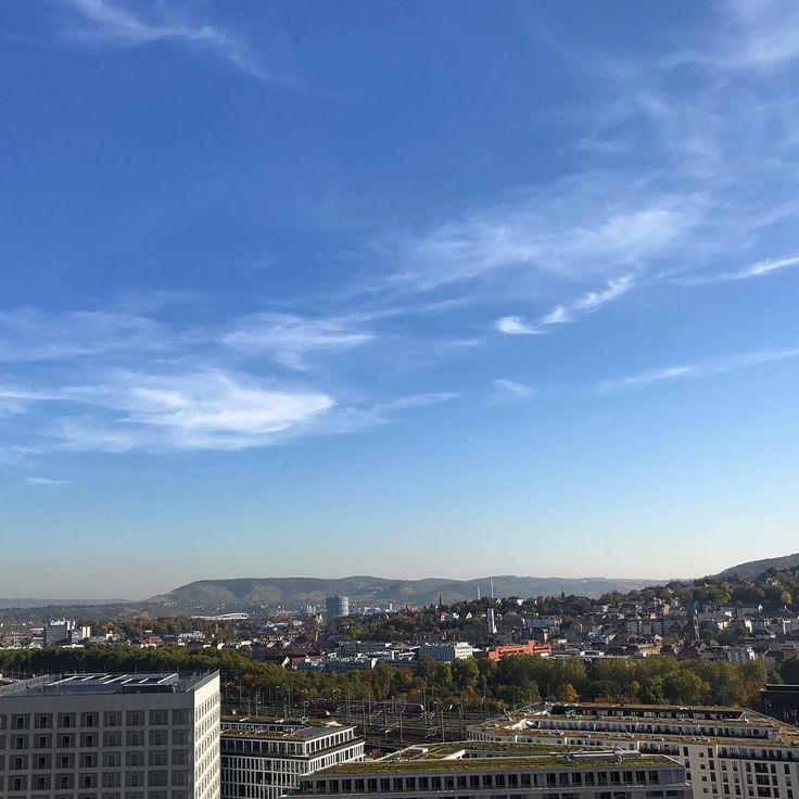 Heute im GENO-Haus für eine Smartphone-Videoworkshop - und der Ausblick von der Dachterrasse:   ______ #work #workshop #video #smartphone #geno #stuttgart #0711 #view #volksbank #sky #sun