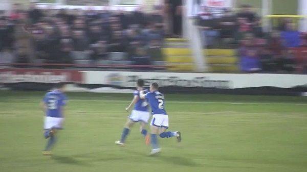 Niesamowity strzał piłkarza Portsmouth w meczu z Accrington • Michael Doyle strzelił takiego gola w League Two • Wejdź i zobacz >> #football #soccer #sports #pilkanozna