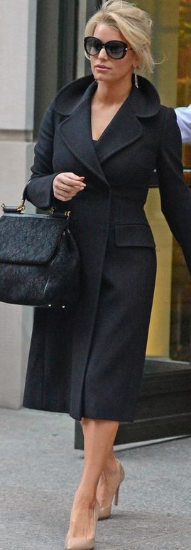Jessica Simpson wearing sunglasses by Tom Ford, handbag by D&G, earrings by H Stern and shoes by Jessica Simpson