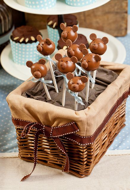 Very cute cake pops at a Teddy Bear Baby Shower #teddybear #babyshower #cakepops