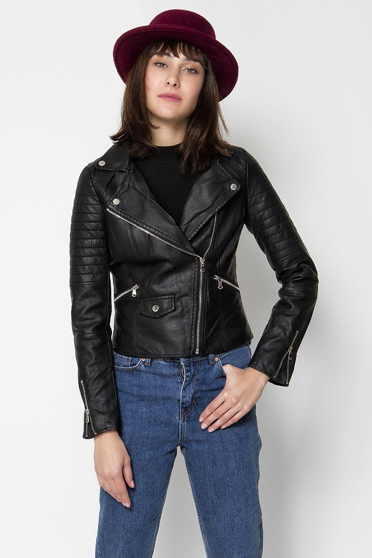 Leather look biker jacket, μεσάτο στο πίσω μέρος με ασημένια φερμουάρ και κουμπάκια - κανονική εφαρμογή.