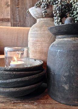 Oude potten en dadeltakken