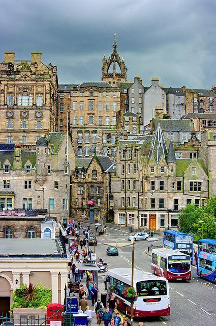 Waverley Bridge et Cockburn street - Edinburgh, Scotland
