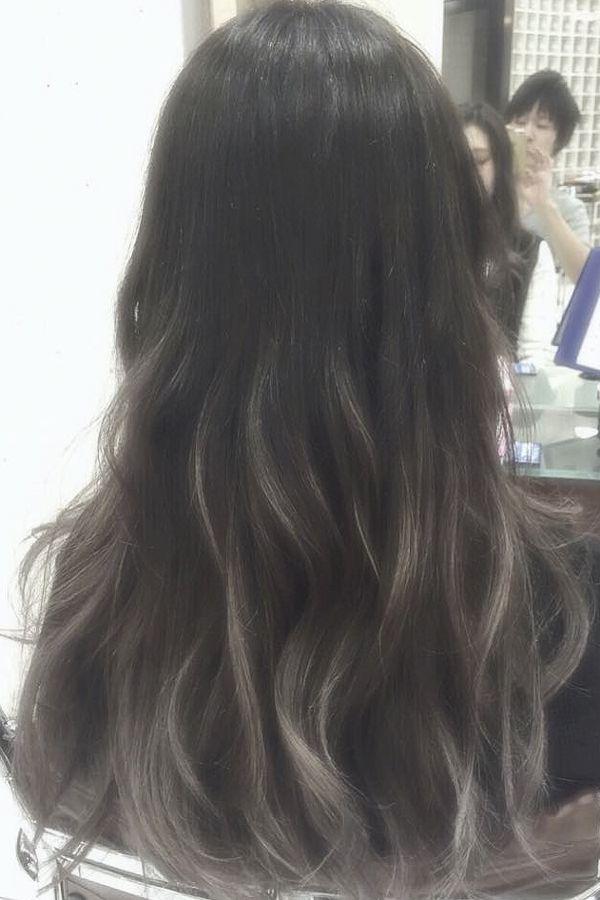 アッシュグレージュグラデーションカラー ロング 髪 色