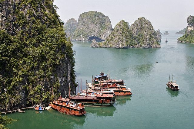 Ha Long Bay, in the Gulf of Tonkin, includes some 1,600 islands (limestone karsts) and islets, forming a spectacular seascape of limestone pillars. Ha Long Bay is a UNESCO World Heritage site located in Quang Ninh province, Vietnam. Because of their  du lich he long  du lich ha long gia re 2013  http://dulichhe.biz/category/du-lich-he-trong-nuoc/du-lich-ha-long/