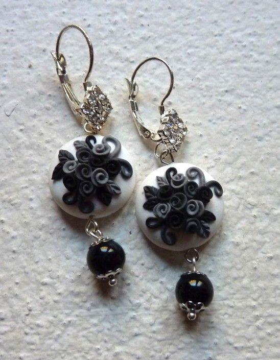 Earrings with black and gray roses and black stone pearl in polymer clay handmade - Orecchini con rose nere e grigie e perla in pietra nera in fimo fatto a mano
