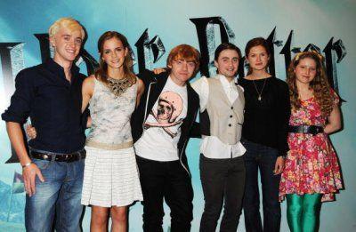 Voila les acteurs principaux de Harry Potter, pour la promotion du Prince de sang Mêlé =) De gauche à droite : Tom Felton : Drago Malefoy Emma Watson : Hermione Granger Rupert Grint : Ronald Weasle...