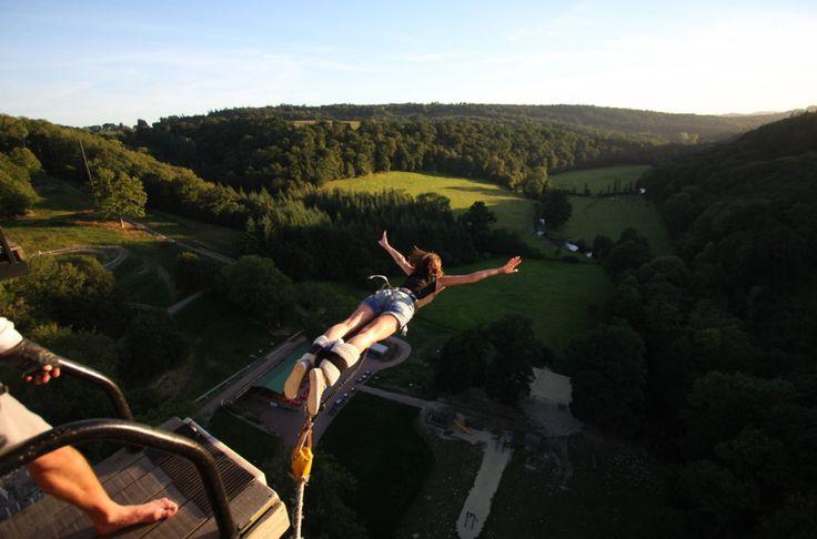 La saut de l'ange parfait. Réservez vous aussi votre saut à l'élastique sur plus d'une vingtaine de spots en France > https://www.adrenactive.com/saut-elastique-c6.htm