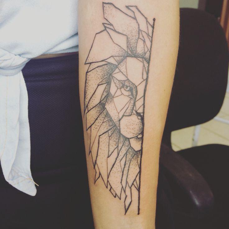 Tatuagem TATTOO leão geométrico pontilismos