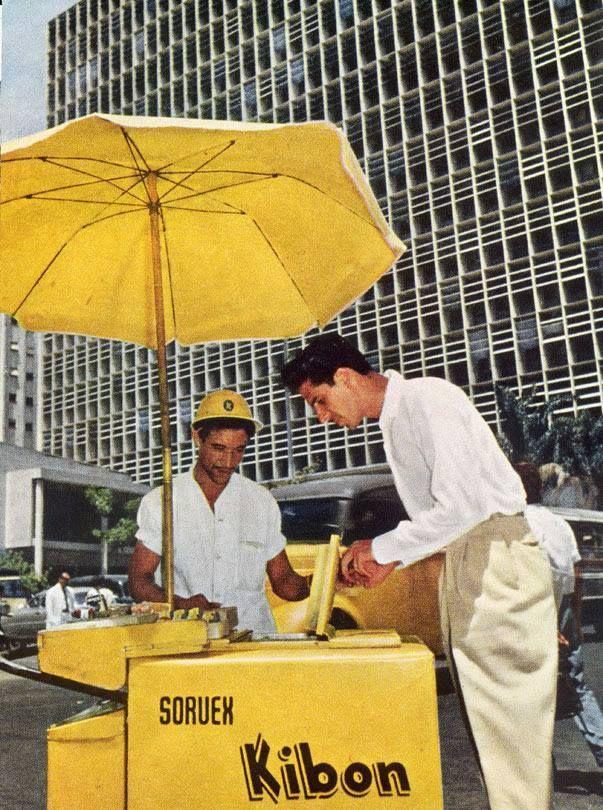 Sorveteiro da Kibon - Anos 50 Na foto, vemos um sorveteiro da Kibon no Centro do Rio de Janeiro