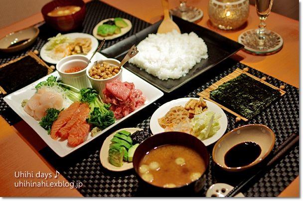 2人でも手巻き寿司!      美味しそうなまぐろの中落ちが売っていたので、 海鮮丼と迷って、手巻き寿司をしました。   具は納豆、...