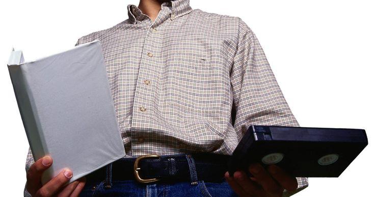 Cómo quitar el moho de las cintas de vídeo. El moho puede formarse en casi cualquier superficie donde la humedad y el calor se combinen para facilitar el crecimiento de hongos, incluyendo la cinta de vídeo. Si descubres moho en tus cintas de VHS, o simplemente sospechas moho debido al olor delator, no las reproduzcas en un reproductor o cámara de vídeo, lo que podría hacer que se trabe y ...