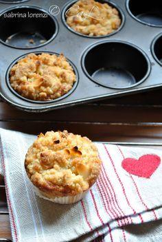 Tortine morbide alle mele con top di streusel