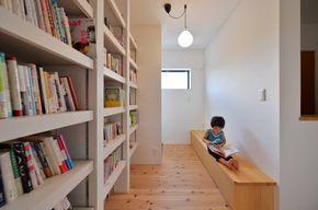 本好きにとって、書斎は永遠の夢ですね。けれど書斎は趣味のためだけのスペースでなく、仕事のためのスペースでもあります。