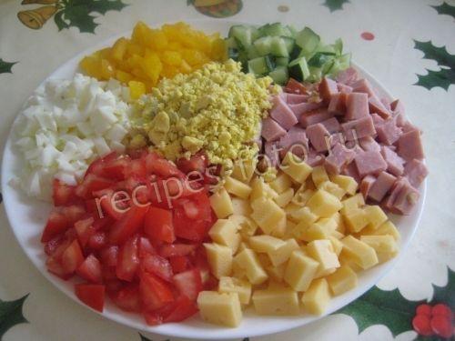 Праздничный салат «Радуга» с ветчиной, свежим огурцом и яйцами на скорую руку