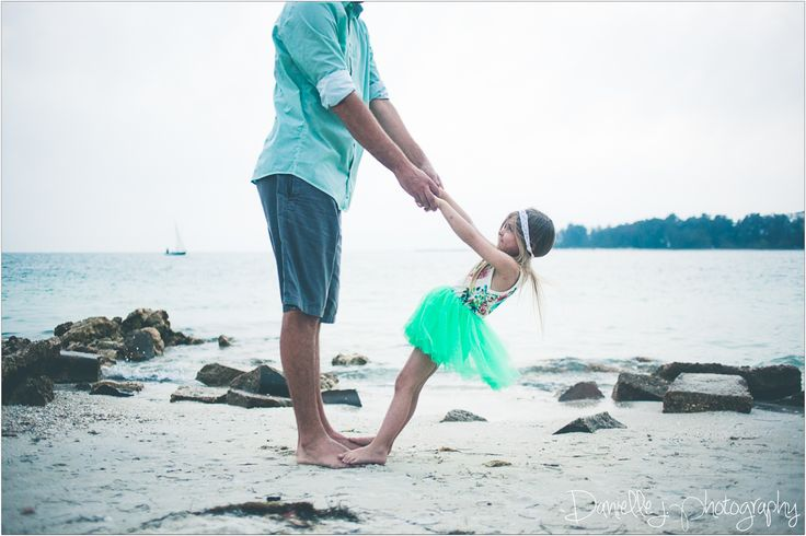 daddy daughter, photography, beach photography, daddy daughter photo, siesta key, green family pics, green family pictures, Danielle Jordan, daniellejphoto, Missouri photographer, holding hands, sailboat, family outfits, angel , hippie, flower child, halo , floral, children photography , toddler model , little girl , princess , baby girl , toddler fashion , toddler style , girl fashion , girl style, https://www.instagram.com/danbjordan/, https://www.facebook.com/daniellejphotography/