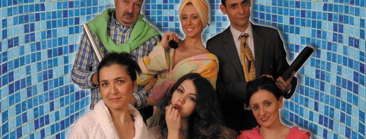 Al Teatro Testaccio Quattro donne e un bagno in scena dal 15 al 27 marzo. Coinquiline a loro insaputa, imbrogliate da un agente immobiliare