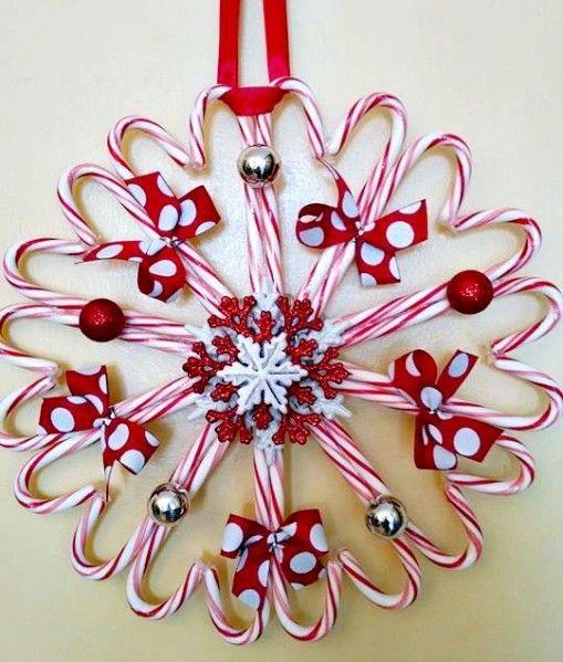 DIY Weihnachtsdeko Ideen, Weihnachtskranz, Türdeko aus Zuckerstangen