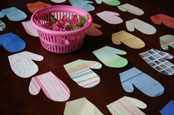 Matching up colours and patterns and fine motor clothespin fun! A homemade mitten matching game that's fun for toddlers and preschoolers.