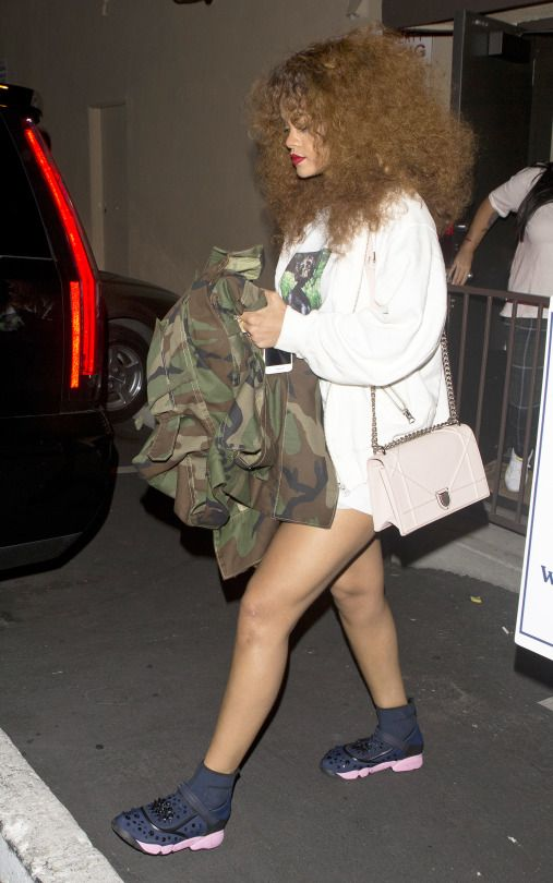 Rihanna Street Style Dior Fusion Sneakers And Diorama Bag Celebrity Style Pinterest Hard