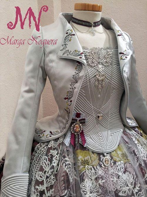 Cos ML, Model jaqueta brodada amb la pala i els punys molt treballats amb cordons de la fallera major de la Falla Passeig 2014.