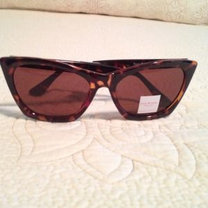 I just discovered this while shopping on Poshmark: Isaac Mizrahi sunglasses. SALE‼️‼️. Check it out!  Size: OS