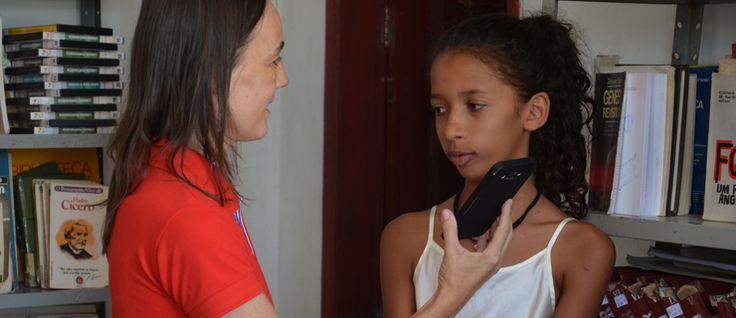 http://mundodelivros.com/biblioteca-no-brasil/ - No pequeno meio do povoado de Serrote havia uma grande falha difícil de suprimir: a ausência de uma biblioteca. Incrivelmente, Maria Clara, uma rapariga de apenas 12 anos, decidiu que estava na hora de fazer a diferença no povoado de Serrote: pondo mãos à obra, começou a reunir apoio para abrir uma biblioteca.
