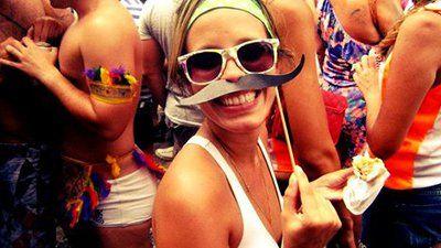 A época de carnaval é o único momento que o brasileiro tem de ser leve e livre dos problemas!  Curta e compartilhe: Frases sobre Carnaval