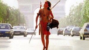 Mimisiku le héros d'Un Indien dans la Ville découvrant les Champs-Élysées - 1994