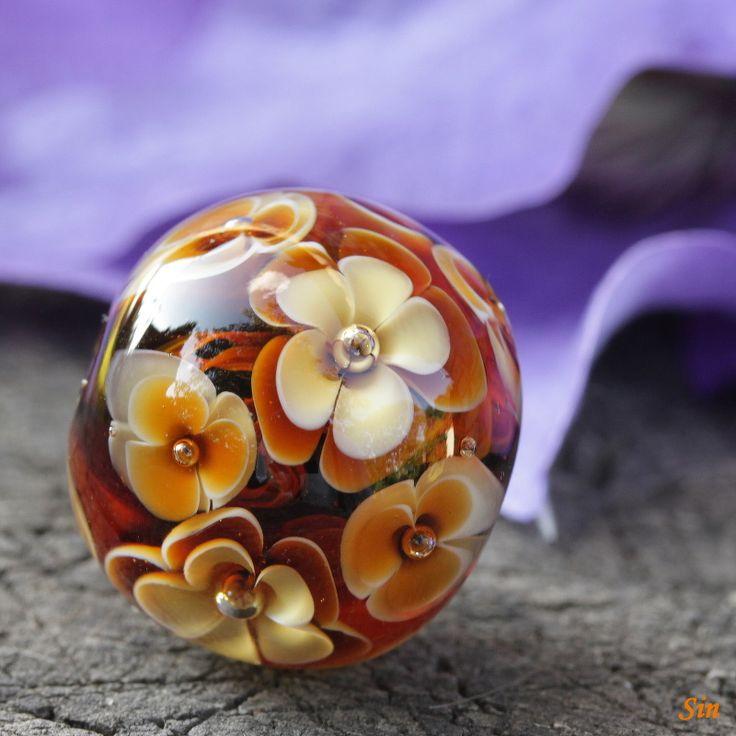 Handmade glass lampwork bead with flower pattern. (23 mm x 21 mm).